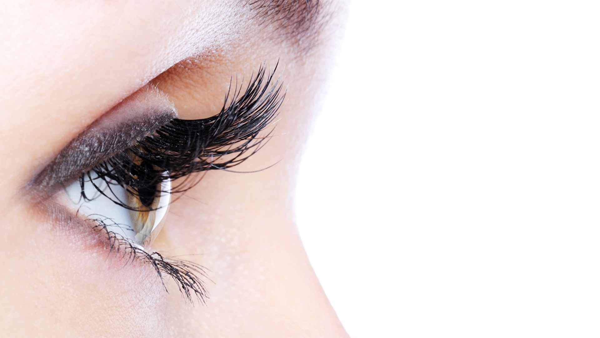 Get Naturally Thick Long Eyelashes with BIOLUMA eyelash growth serum